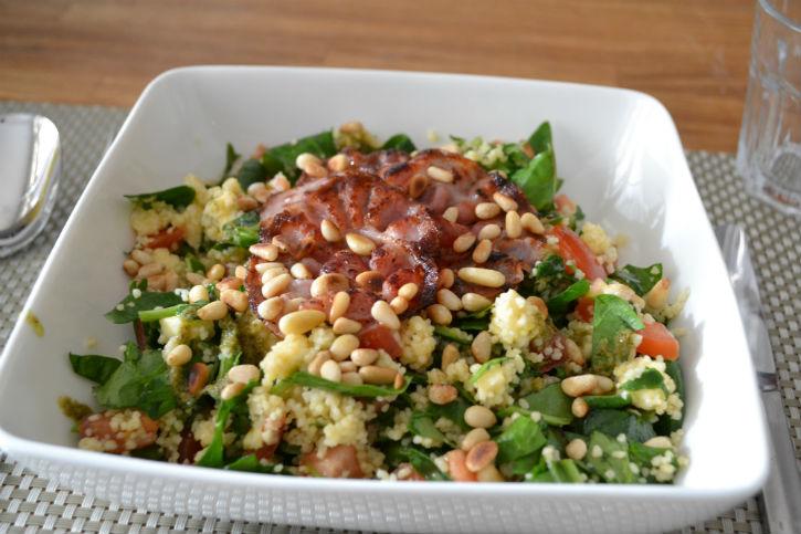couscous caprese met spinazie