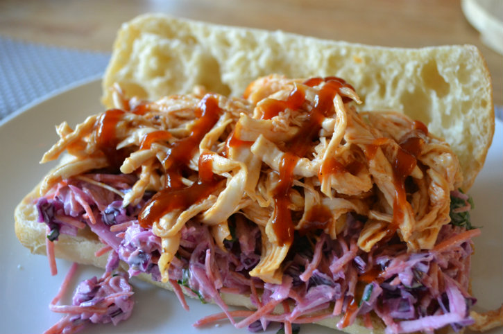 pulled chicken met rode kool salade