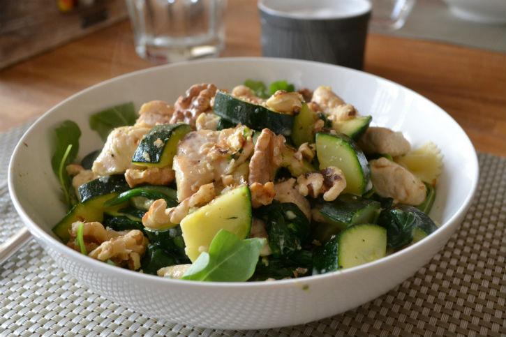 pasta met groene groente en kip