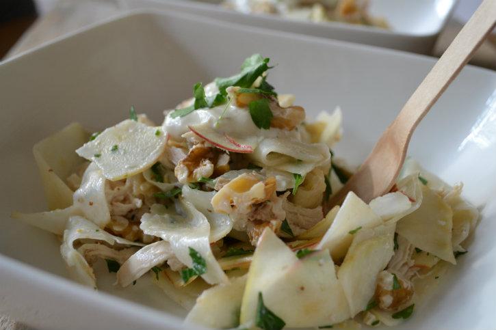 waldorfsalade met kip, knolselderij en appel